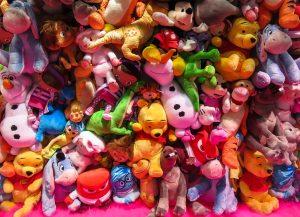 Montagne de toutous, jouets